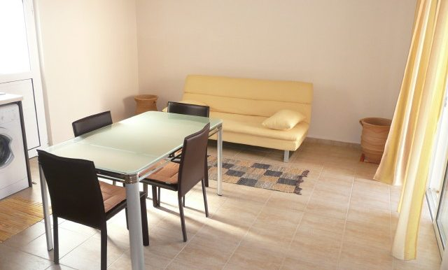 19 Living area and dining